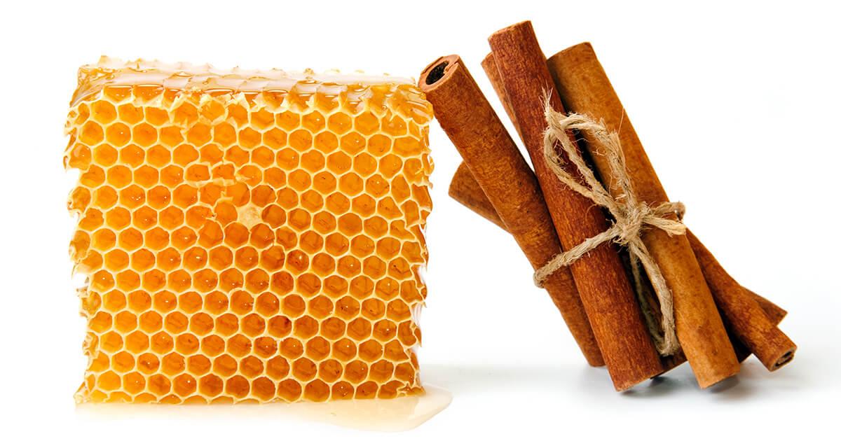 Honig und Zimt gegen Pickel